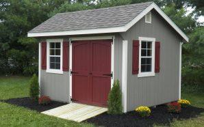 Jaki domek ogrodowy kupić? Domek drewniany czy z tworzywa sztucznego?